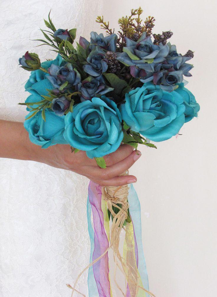 Gelinlikle birlikte alışılmışın dışında renkler kullanmayı tercih ediyorsanız mavi ilk seçeneklerinizden olmalı. Örneğin bir mavi gelin çiçeği..