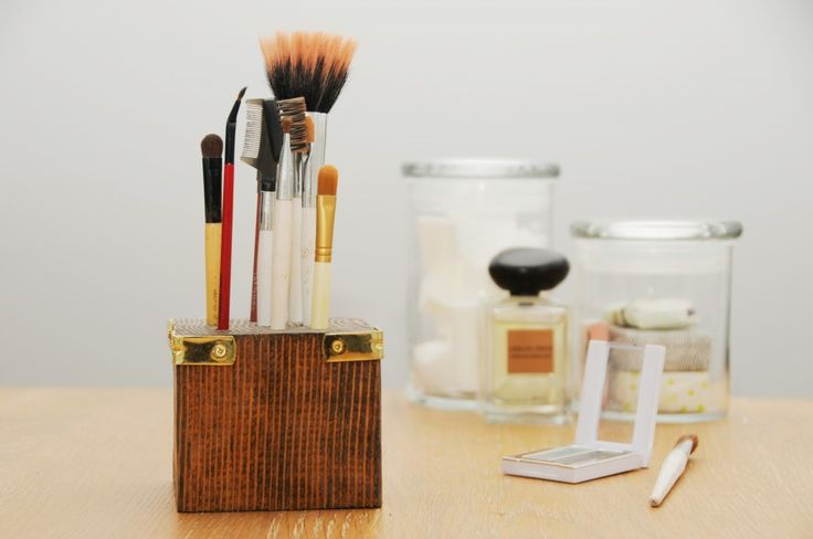 Scrap wood block = makeup brush holder: Idea, Brush Stand, Diy'S, Makeup Storage, Makeup Brushes, Scrap Wood, Brush Holders, Make Up Brushes, Diy Makeup