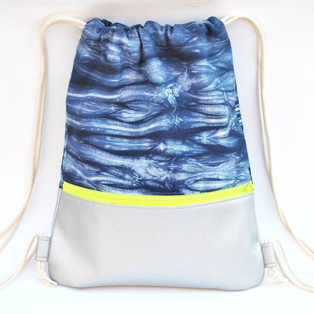 "Shibori / neon / silver is such a gorgeous combination. Find the new ""small size"" backbags now in my shop. Link in my bio! #coolkidshavemorefun #coolkids #kidsstyle #teenstyle #tweenfashion #teenfashion #backbag #gymbag #shiboristyle #neon #silver #shopsmall #turnbeutel #cool #hangefertigt #simplicol #teenagerstyle #madeinvienna #simplyunique"