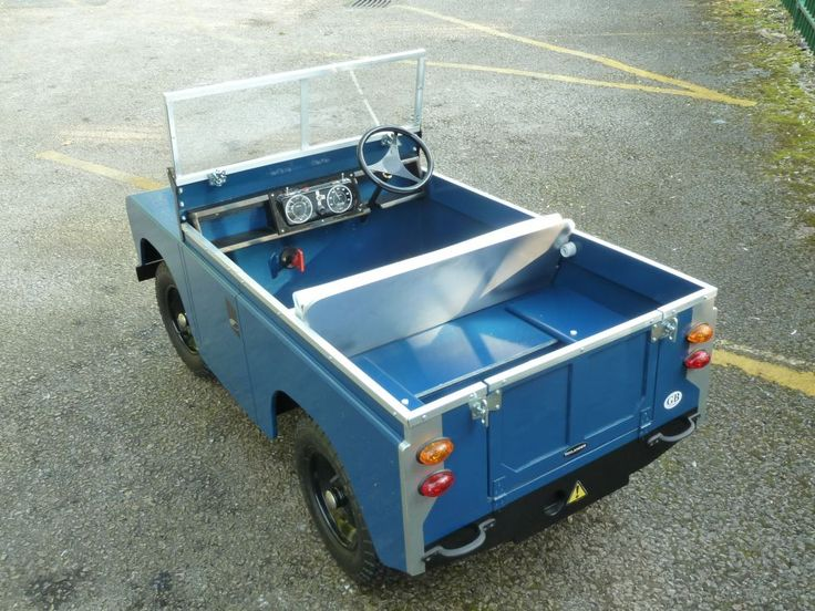 https://i.pinimg.com/736x/30/00/8b/30008bf15b76dd53bcade37c62297a00--pedal-cars-land-rovers.jpg