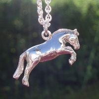 Horse of the Norwegian breed Fjordhest, silver pendant made by Ailin Roelvaag for BergArt Gullsmedverkstad. #fjordhest #horsependant #pendant #silver #custommade #BergArt