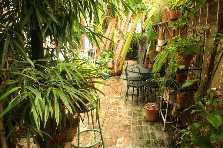 courtyards on the river | 1870 Banana Courtyard French Quarter/New Orleans info +links: sightsee ...