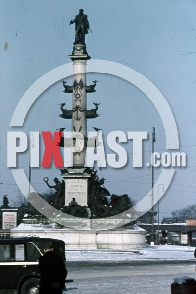 WW2 color photo showing Tegetthoff Denkmal Monument from Carl Kundmann, Vienna, Austria 1941