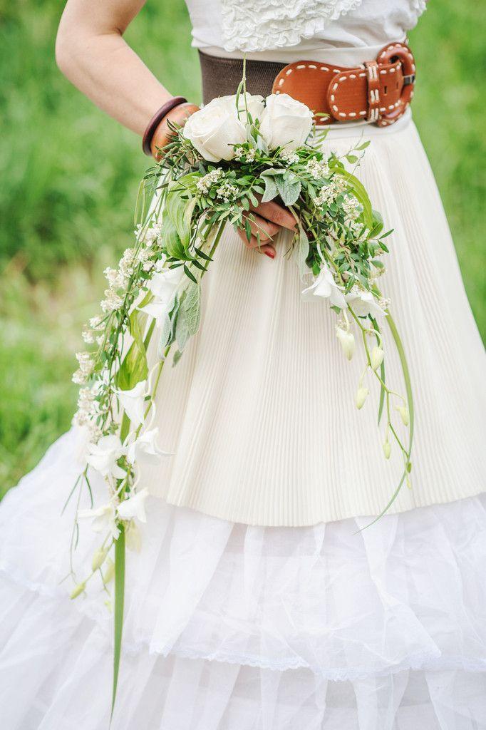 39 best crescent bridal bouquet images on pinterest for Crescent bouquet