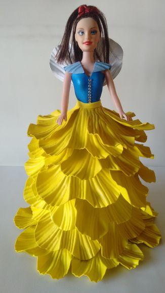 Boneca com vestido em E. V. A