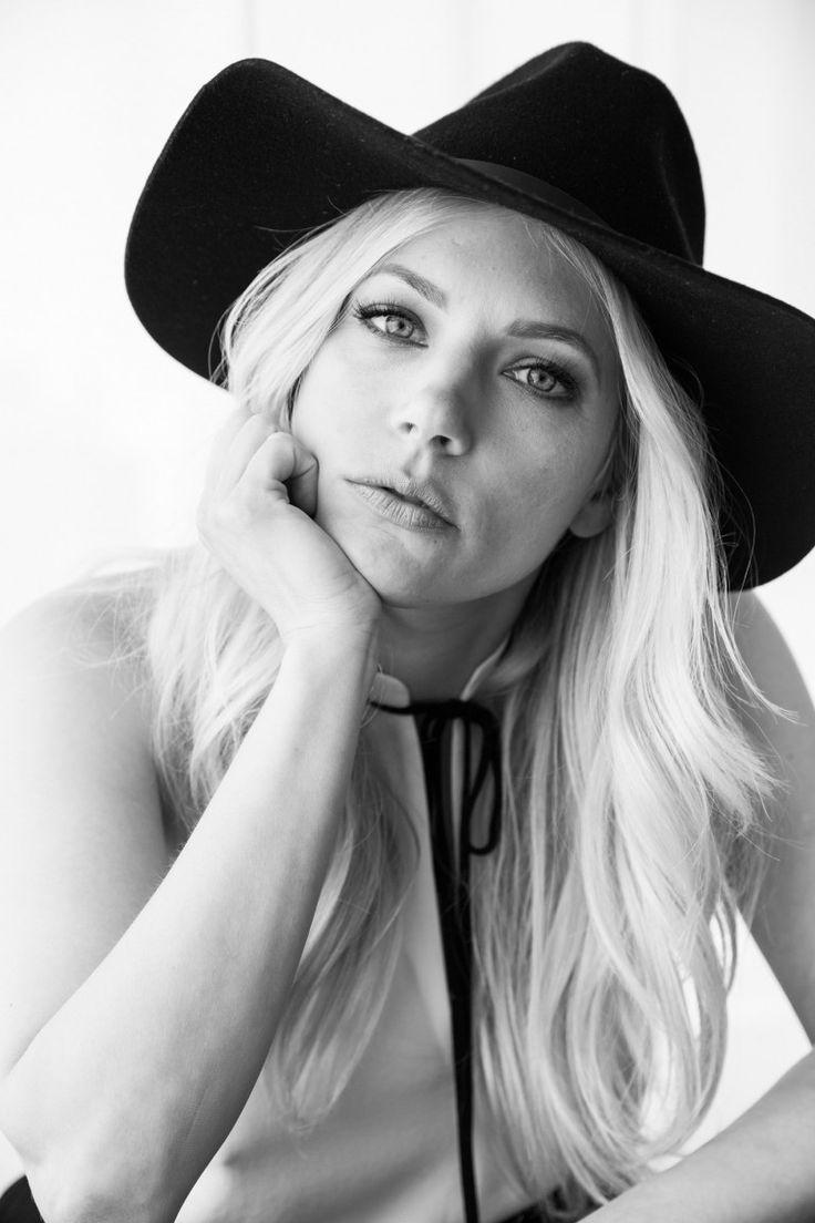 How a Vision Board Changed Katheryn Winnick's Life   Katheryn winnick, Blonde celebrities, Face ...