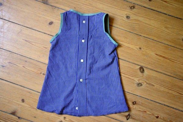 Kürzlichhabe ich auf einem Flohmarkt in Winterhude ein Männerhemd für 1 € erstanden und kurzerhand zwei neue Dinge daraus gemacht: Ein Sommerkleidchen und einen Wenderock! Beide sind sehr schnell genäht – insbesondere den Wenderock bekommt man, mit einiger Übung, in … weiterlesen