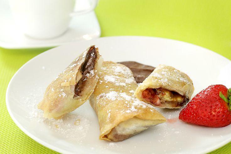 """Alucina con esta combinación: fresas, guineo y chocolate. Estos Eggrolls son ideales para el desayuno, la merienda o el postre. Y es que cada bocado que le des te harán sentir que probaste un """"pedacito de cielo"""", y créenos, tu paladar te lo agradecerá. Toma nota, y disfruta la preparación de esta sencilla receta. Ingredientes:... Ver artículo"""