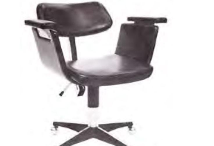 Cadeira de reuniões CORTEZ 1.4.220 Daciano da Costa 1962
