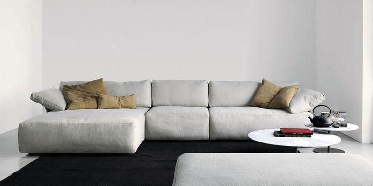 Современный угловой диван в стиле минимализм из ткани.
