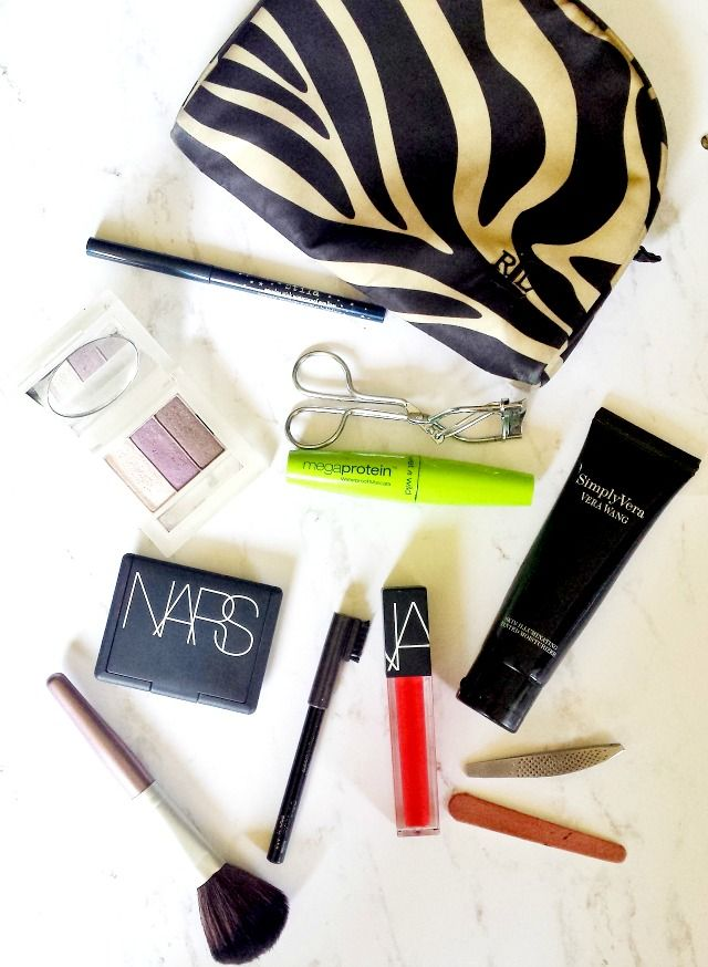 Minimalist beauty: Makeup For a 5-Day Trip. What are your must-have makeup items when traveling?