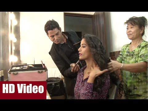Poonam Pandey's personal Make Up man and Hair Stylist at work. #poonampandey #bollywood #bollywoodnewsvilla #bollywoodnews #bollywoodgossips #news #gossips