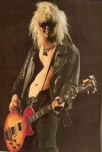 Duff McKagan esntr los instrumentos qu toca esta el bajo