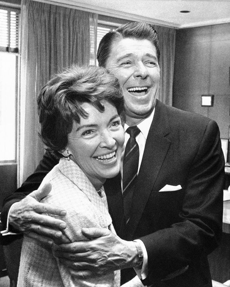 Президент США Рональд Рейган и первая леди Нэнси Рейган