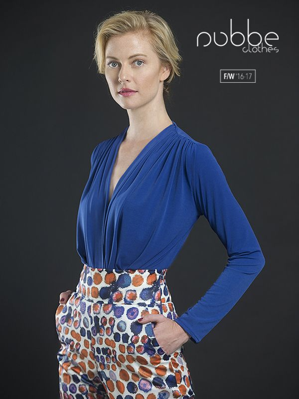 """NUBBE CLOTHES   F/W '16-17 ¡Ríndete al encanto del drapeado! Imagen: Top """"Ángela"""". También en morado, en negro y en blanco. Hazte con él en nuestra tienda online y puntos de venta. http://tienda.nubbeclothes.com/ #otoño #fashion #moda #modagallega #madeinspain #elegante #drapeado"""