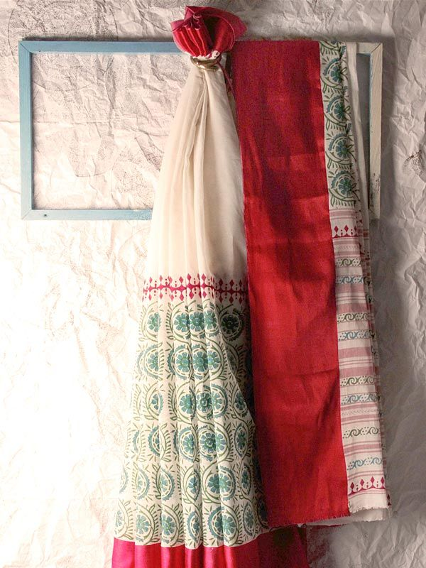 Laal paad(white body with red borders) is a traditional Bengali saree,which they wear on every auspicious occasion in their life be it weddings,durga puja or any other ceremony. Buy @http://shop.gaatha.com/Buy-moya/buy-block-printed-products-by-moya-6 #sari #red #traditional #ceremony #indian #Bengal #blockprint