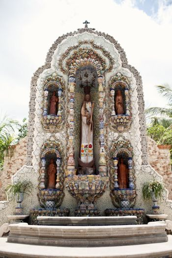 Shrine in in Valladolid | photography by http://www.brookelynphotography.com/