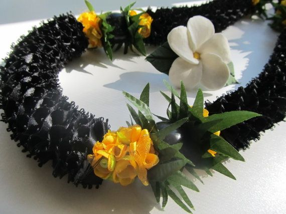 Hawaiian Ribbon Lei Carnation Black and Yellow Gold