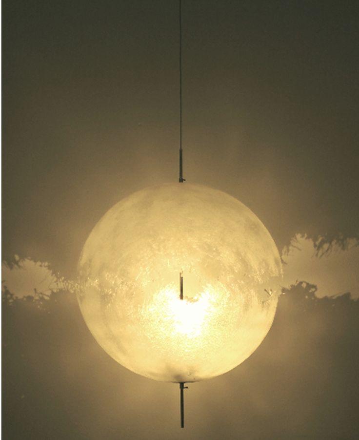 Eine Außergewöhnliche Lichtatmosphäre Erzeugt Die Pendelleuchte Post Krisi  0065 0066 Von Catellani