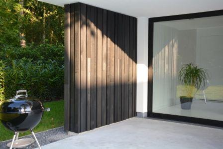 Woodface afscherming van terras ontwerp christophe baetens houten gevelbekelding stuyts - Terras hout ...