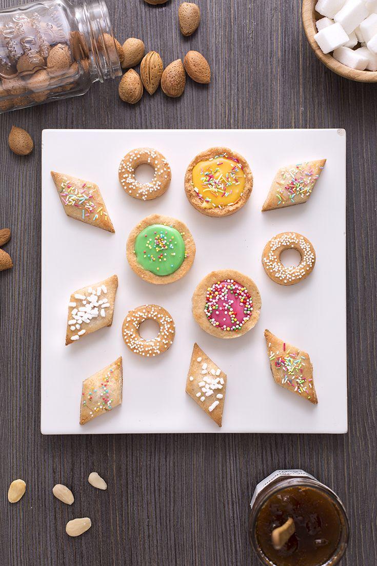 Quaresimali: corposi biscotti a base di mandorle con un'aroma e una consistenza unici.  [Lenten almond cookies]