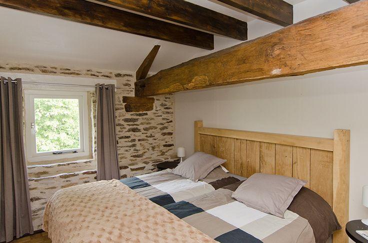 Tweepersoons slaapkamer vakantiehuis Loire met boxspringbedden