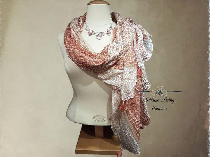 Halsketting dames kort kleur zalm-rose zilver. Combi met lange sjaal