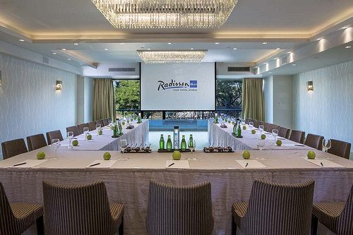 Green Garden is the brand new meeting room, fully refurbished in 2014, located on the 2nd mezzanine floor, with natural daylight and park view!  http://www.rbathenspark.com/