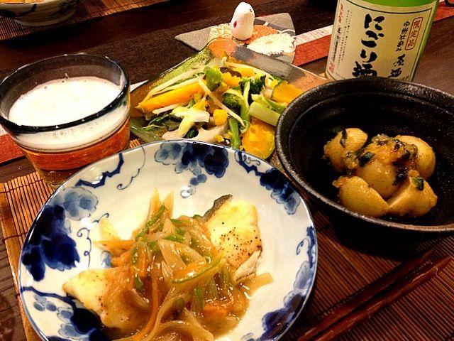 今日は、お買い物行って、野菜室が充実しているので、お野菜たっぷりです✨ - 51件のもぐもぐ - 鱈の野菜あんかけ、新ジャガのねぎニンニク味噌あえ、温野菜サラダポン酢かけ by masako522