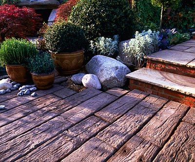 JAPANESE STYLE POTS, COBBLES AND STONE SLEEPERS IN THE STONEMARKET GARDEN , CHELSEA 2001, DESIGNED BY GEOFFREY WHITEN  clivenichols.com