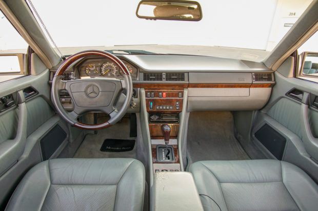 1993 Mercedes Benz 300ce In 2020 Mercedes Volkswagen Touareg Mercedes Benz