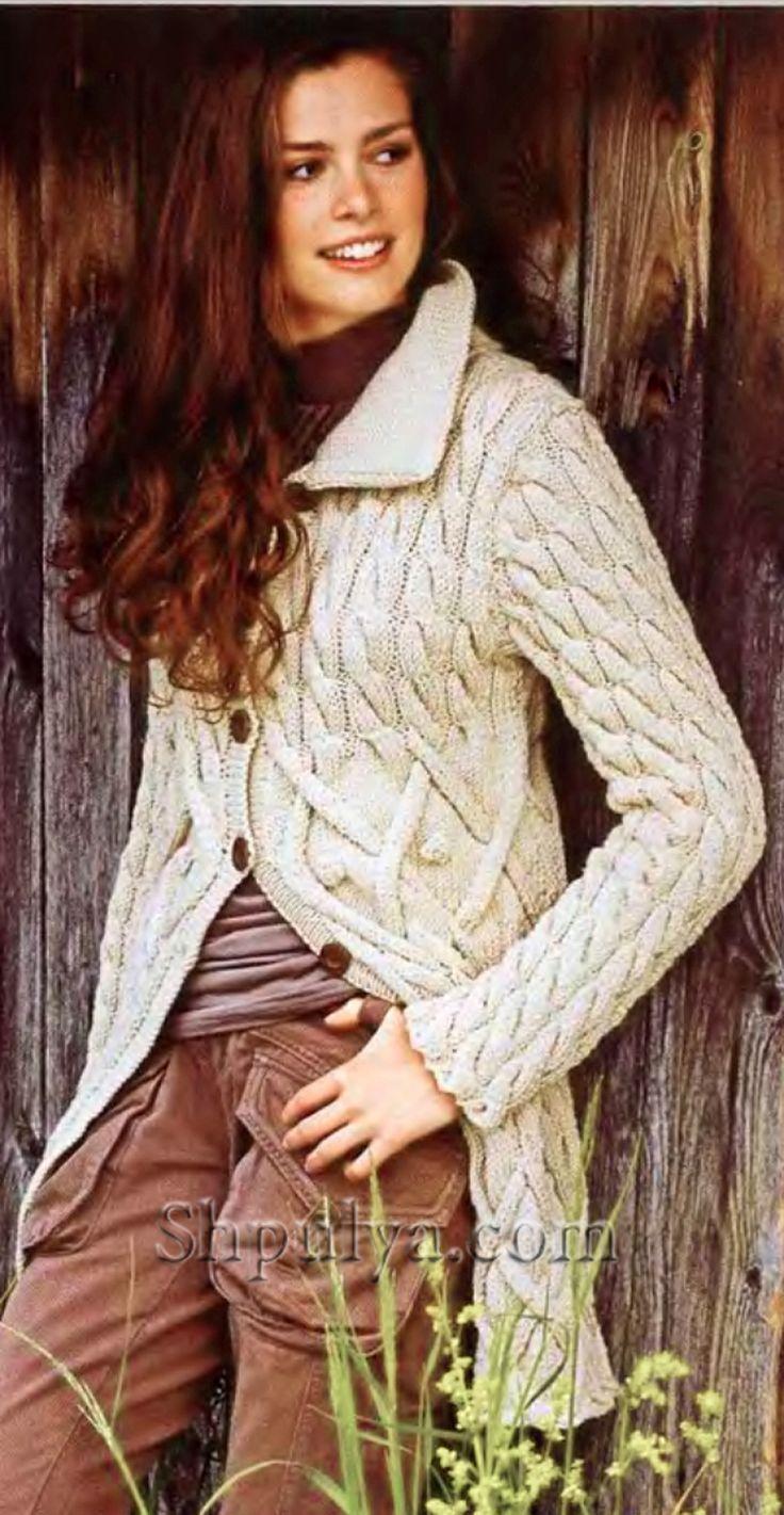 Узорчатое пальто, вязаное спицами