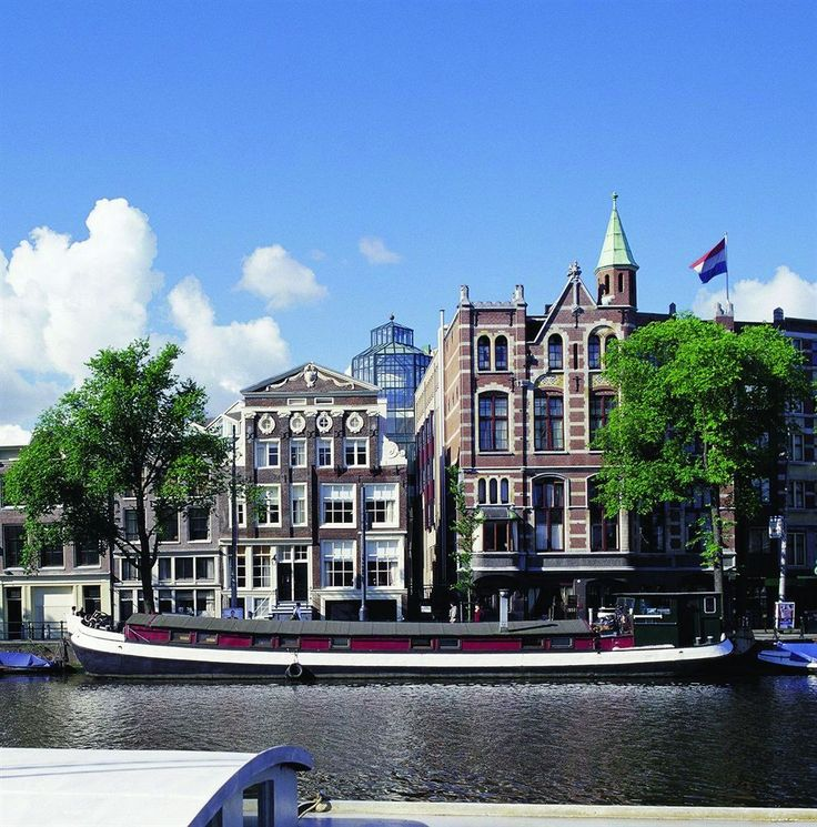 The Eden Hotel Amsterdam is a charming hotel that lies in the vibrant heart of the Dutch capital, next to the famous Rembrandt square.