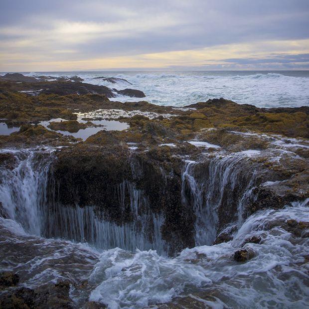 Az Oregonban található természeti jelenségnél már több tízezren veszítették életüket. Az Egyesült Államokban, Oregon partjainál található az érdekes természeti jelenség, ami amennyire veszélyes, legalább annyira vonzó is a turisták körében. A partközelben, a sziklák között van ...
