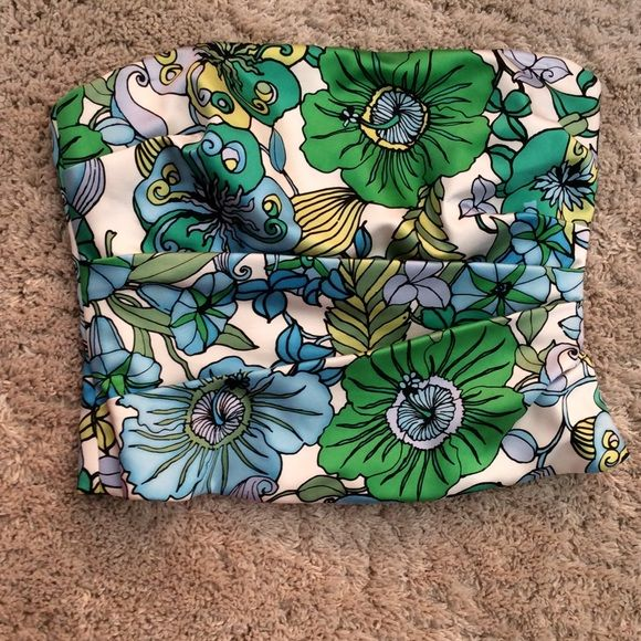 SALE Kay Unger New York silk tube top Kay Unger New York 100% silk after 5 tube top. Back zip. Size 10. Green blue yellow white floral print. Perfect for spring!!! Kay Unger Tops
