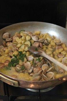 il cucchiaio d'oro » Gnocchetti di ricotta al vapore con vongole e zucchine