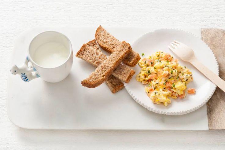 Opperdepop: roerei met tomaat en basilicum 10-12 mnd - Recept - Allerhande