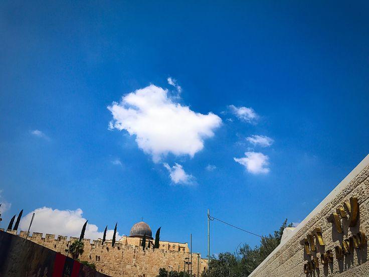 """«Cuando ustedes miran hacia el oeste, y ven una nube en el cielo, dicen: """"¡Va a llover!""""; y en verdad llueve. Lucas 12:54 #vdd7"""