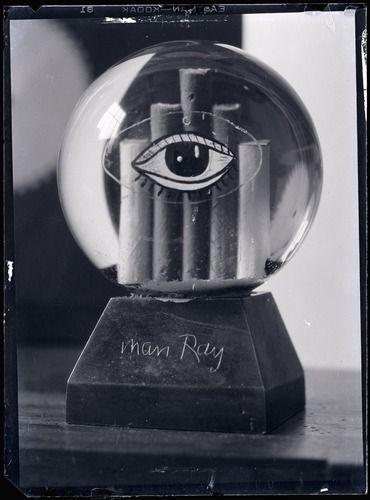 Man Ray (1890 - 1976)    Boule de neige    vers 1935    Négatif au gélatino bromure d'argent sur support souple  11,6 x 8,6 cm  Don M. Lucien Treillard, 1995  Numéro d'inventaire : AM 1995-281 (199)  http://www.centrepompidou.fr