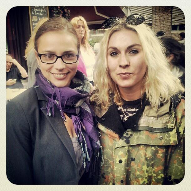 Slovačka glumica Gabriela Marcinkova odabrana je za glavnu junakinju filma Move On, a ovdje pozira s reporterkom Kitty de la Beche :)