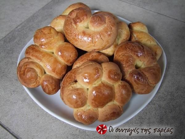 Πασχαλινά κουλουράκια #sintagespareas they look sooo delicious though big (I make them smaller)