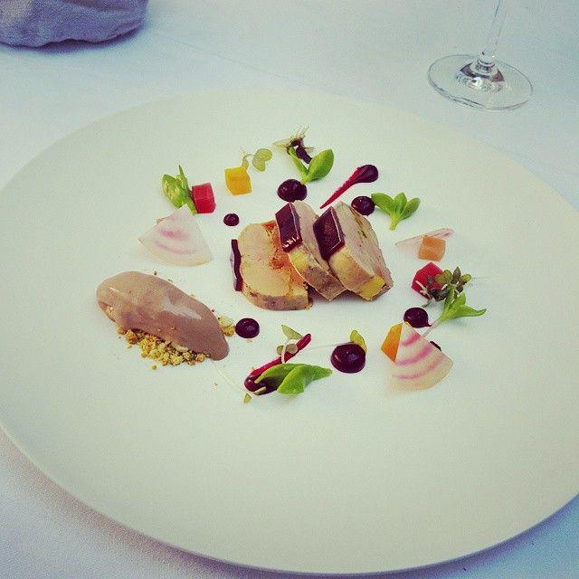 Foie gras comme un nougat glacé. Sorbet balsamique et déclinaison de betterave #gastromie #plaisir