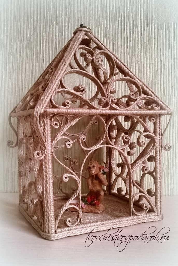 Фонарик из джута. Форма в виде домика делает его таким домашним и уютным.