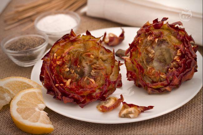 I carciofi alla giudia sono un contorno tipico della tradizione gastronomica laziale,un po' elaborati da preparare ma davvero gustosissimi.