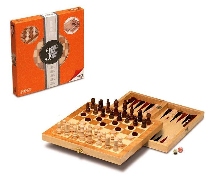 Entretenido tablero 3 en 1, podrás jugar ajedrez, damas y  backgammon. Incluye piezas de madera