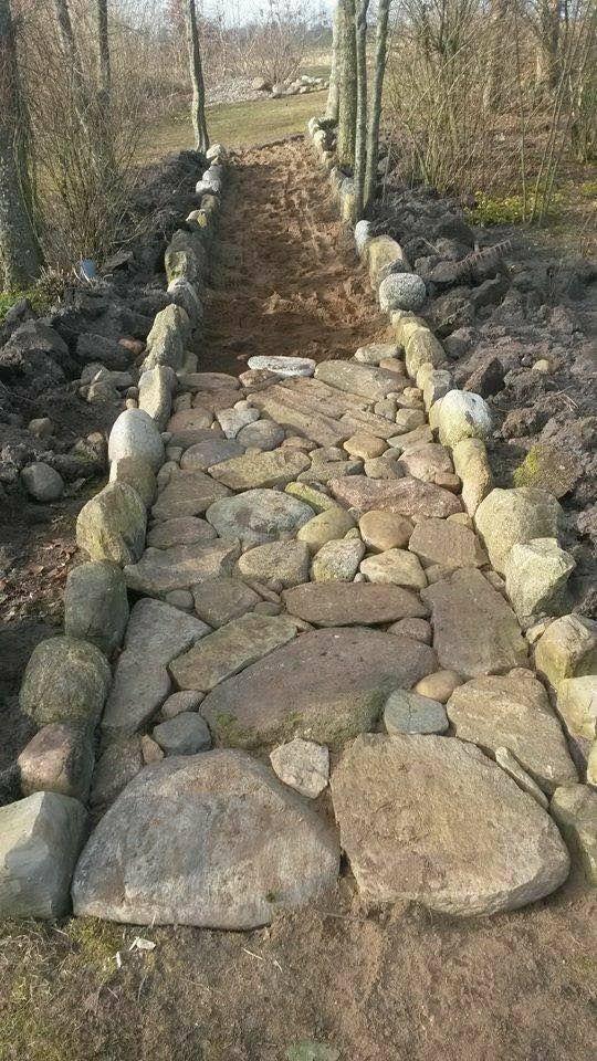Erstelle einen Pfad mit Steinen / Felsen … LIEBE es