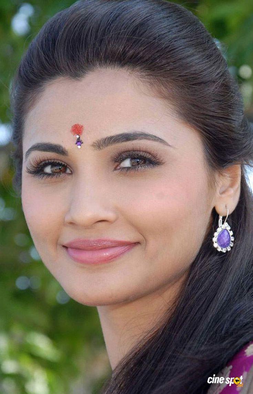 Daisy-Shah-Photos-in-Akramana-_3_.jpg (1024×1590)