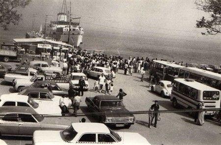 Çınarcık iskelesi ve  Çinarcik meydani-1980 ler