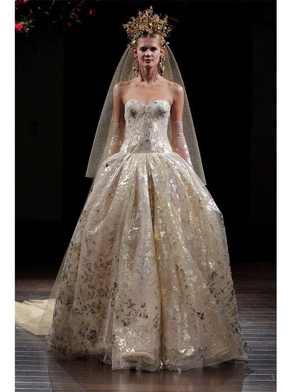 アクア・グラツィエがセレクトした、NAEEM KHAN(ナイーム カーン)のカラードレス、NK243をご紹介いたします。