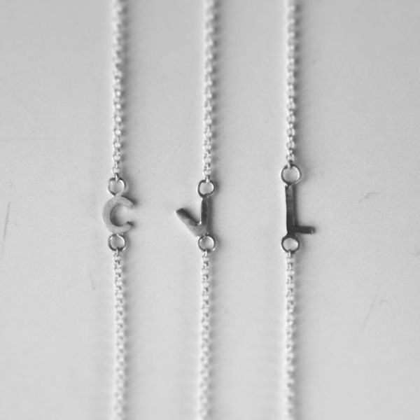 bokstavsarmband bokstavshalsband limani armband halsband bokstav silver. www.limani.biz